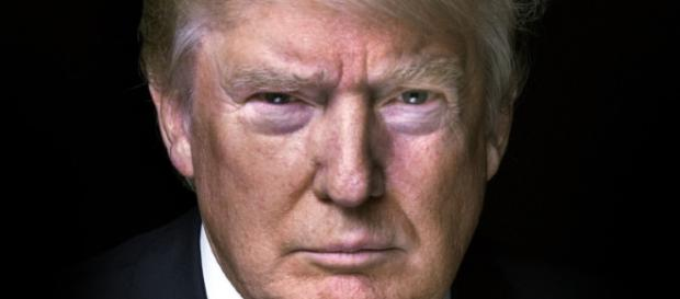 Donald Trump volta a polemizar com a construção do muro que separa Eua e México