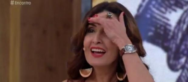 Fátima Bernardes fica constrangida com música de Adnet (foto: reprodução TV Globo)