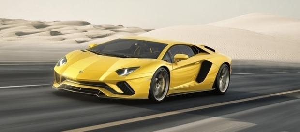 Lamborghini Aventador S tem mudanças no design, aerodinâmica, motor e equipamentos