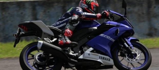 Yamaha R15 tem visual inspirado na família Yamaha R