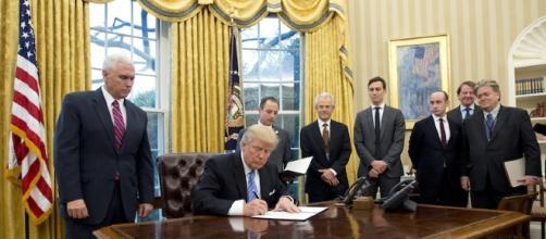Donald Trump, nella Sala Ovale