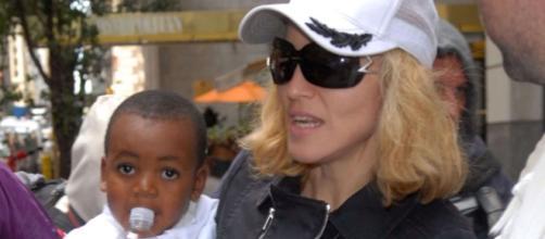 Madonna veut adopter Mercy, son père biologique apparaît… - Gala - gala.fr