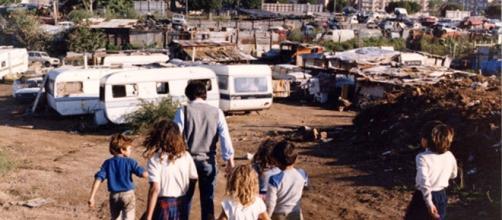 Omicidio nel campo rom di Ponticelli: 37enne ferito a morte in una ... - napolitoday.it