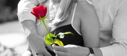 Por vezes, o amor está nos pequenos gestos e não nas grandes palavras (imagem: Pixabay)