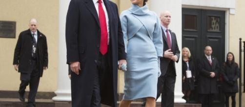 Ralph Lauren é alvo de criticas após aceitar vestir Melania Trump em cerimônia de posse de Donald Trump