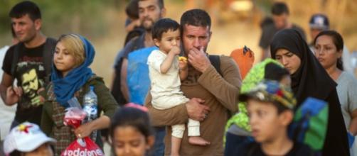 A imigração faz com que, a cada ano, as populações europeias aumentem e as dos países vizinhos, diminuam
