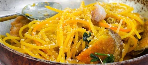 Spaghetti allo zafferano un gusto unico in tavola