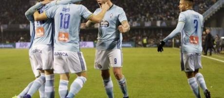Los jugadores del Celta de Vigo celebran el último gol de Wass. Foto: EFE