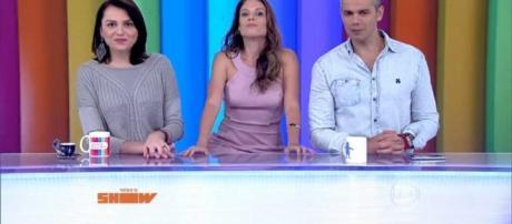 """Maíra Charken (centro) na bancada do """"Vídeo Show"""" com Otaviano Costa e Mônica Iozzi"""