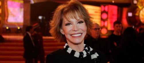 Hollywood Honors Mary Tyler Moore, Dead At 80, For Legacy Of Love ... - inquisitr.com
