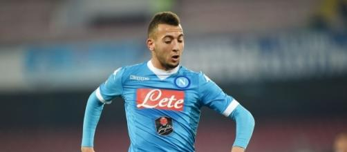 Omar El Kaddouri in azione con la maglia del Napoli, al centro del mercato