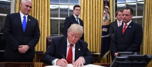 President Donald Trump Has Started Redecorating the Oval Office ... - housebeautiful.com