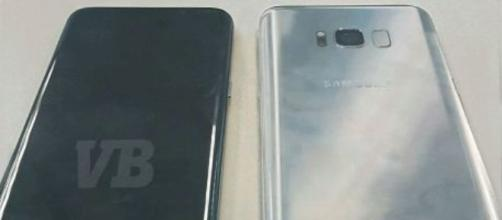 Samsung Galaxy S8 in un'immagine reale fronte/retro