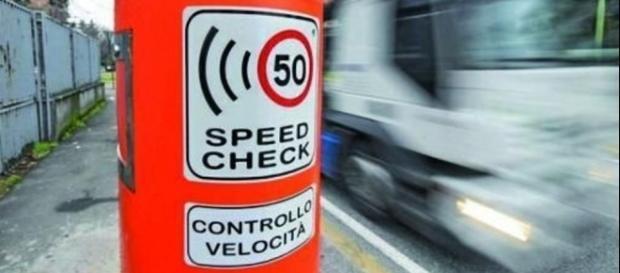 Autovelox: una multa per eccesso di velocità in centro abitato è nulla se non c'è la pattuglia.