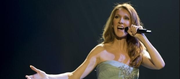 Cantora em ação no seu show em Vegas.