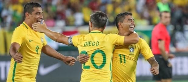 Dudu (D) comemora o gol feito por ele na vitória do Brasil sobre a Colômbia - Ricardo Stuckert/ CBF