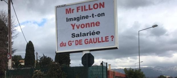 Le publicitaire Michel-Ange Flori a mobilisé l'un de ses panneaux à La Seyne (Var) pour évoquer le Penelopegate