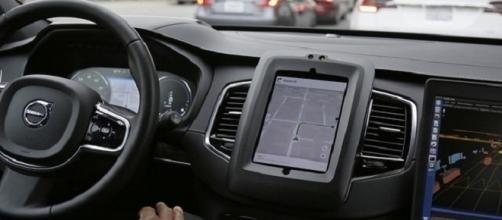 Alemanha regulamentará as leis de trânsito para tráfego de carros autônomos (Foto: Eric Risberg/AP)