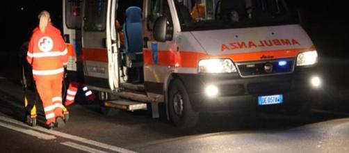 Terribile incidente: si schianta con il furgone