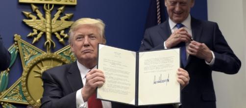 Trump ha appena firmato un decreto per tenere lontani i terroristi. Foto: pressdemocrat