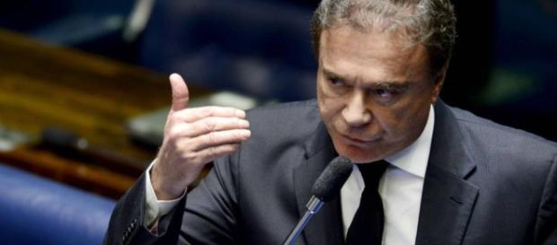 Senador Alvaro Dias rebate Dilma Rousseff