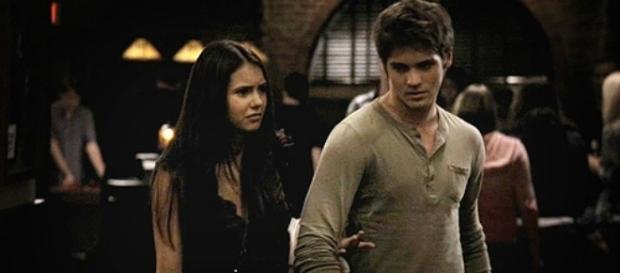 The Vampire Diaries: Nina Dobrev e Steven R. McQueen estarão de volta.