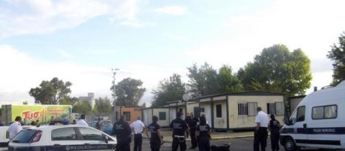 Campo rom di Salone: vigile colpito da un pungo durante i controlli - romatoday.it