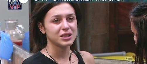 Le lacrime di Asia Mosetti - virgilio.it