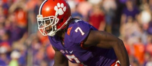 Mike Williams the clear-cut No. 1 WR in the 2017 NFL draft? Not so ... - usatoday.com