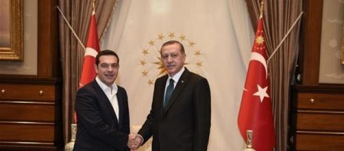 Tsipras e Erdogan durante un incontro per discutere sul teme dei rifugiati