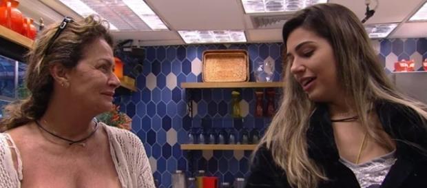 Ieda comenta sobre a noite anterior com Vivian ( Imagens/gshow)