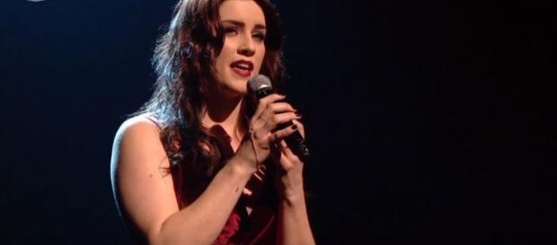 Lucie Jones interpretando Never Give Up On You
