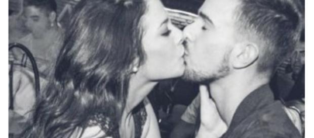 Ruth besándose con un ¿un amigo?.