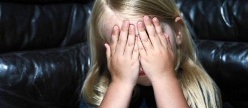 Il calvario della piccola Claire: abusata dai familiari e poi dagli affidatari