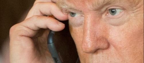 Il neopresidente Trump non vuole rinunciare al suo smartphone personale