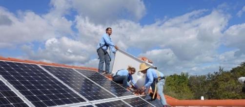 Utilities, sensing threat, put squeeze on booming solar-roof ... - bostonglobe.com