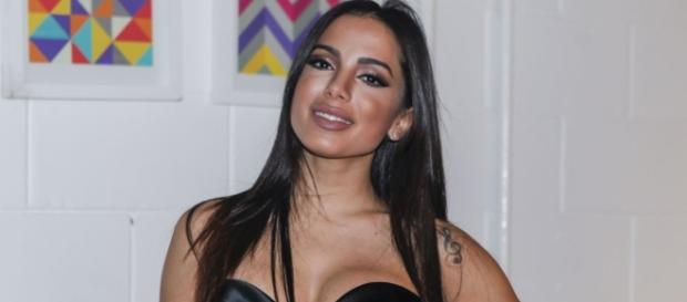 Anitta teve postura criticada após encontro com fãs em Belém.