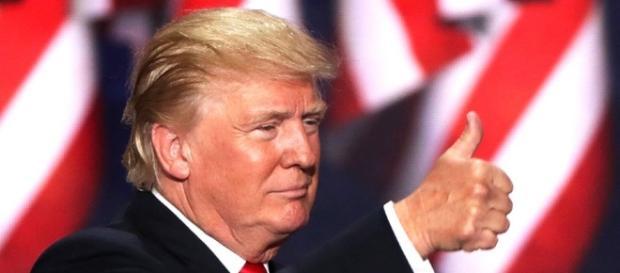 Trump estipula prazo para que Pentágono crie plano a fim de derrotar grupo terrorista