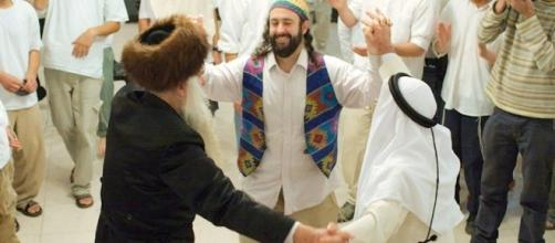Can Muslims be friends with Jews and Christians? - IslamiCity - islamicity.org