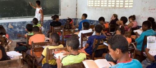 Para melhorar, ensino público brasileiro precisa mais do que ... - dw.com