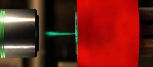 Diamond squeeze hints at metallic hydrogen - BBC News - bbc.com
