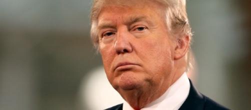 Il presidente Donald Trump contro tutti, persone comuni e giganti della Silicon Valley