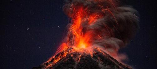 """Il vulcano Colima definito anche """"Vulcano di fuoco""""."""
