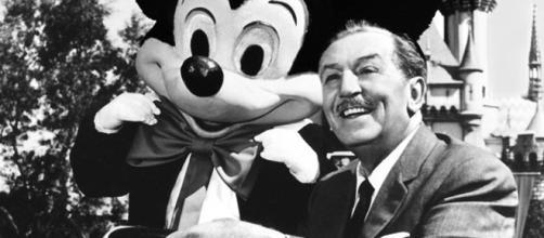 Walt Disney e o personagem Mickey Mouse. A idéia genial que o fez superar a crise