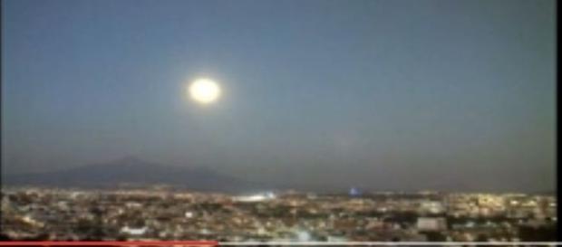 Aparição de suposto UFO gera debates na internet (streetcap1)