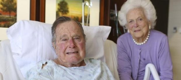 George H.W. Bush e sua mulher Barbara