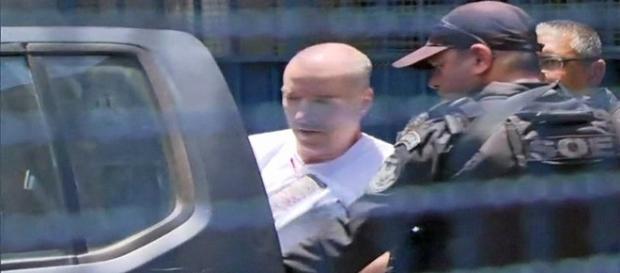 Na imagem o empresário que teve que raspar a cabeça durante a triagem.