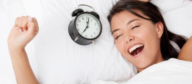 Acordar atrasado é sinal de inteligência, diz estudo