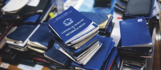 Total de empregados com carteira assinada no setor privado caiu 3,9%