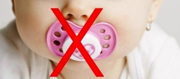 Hábito deletério mais comum entre as crianças: uso de chupetas. (Vhttps://goo.gl/images/c2VvPO)
